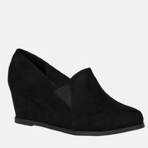New Callie Faux Suede Wedge in size 12 wide width